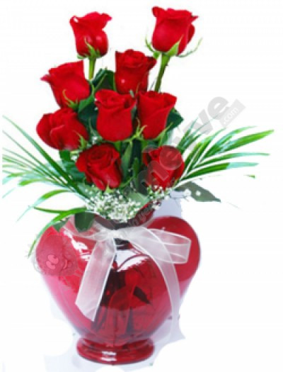 Kalp vazoda 9 kırmızı gül